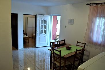 Rogoznica, Dining room in the apartment, air condition available.