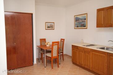 Zablaće, Salle à manger dans l'hébergement en type studio-apartment, WiFi.