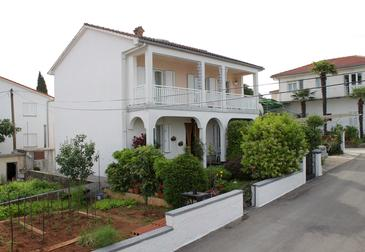 Malinska, Krk, Property 5283 - Apartments by the sea.
