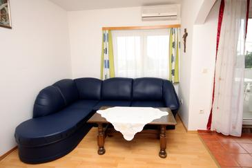 Jadranovo, Pokój dzienny w zakwaterowaniu typu apartment, dostupna klima i WIFI.
