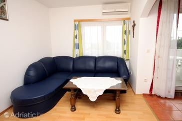 Jadranovo, Obývací pokoj v ubytování typu apartment, s klimatizací a WiFi.