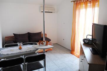 Jadranovo, Dnevna soba v nastanitvi vrste apartment, dostopna klima in WiFi.