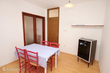 Jadranovo, Eetkamer in the apartment, air condition available, (pet friendly) en WiFi.