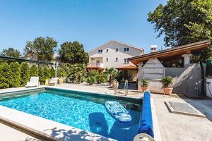 Апартаменты для семьи с бассейном Свети Антон - Sveti Anton (Крк - Krk) - 5291