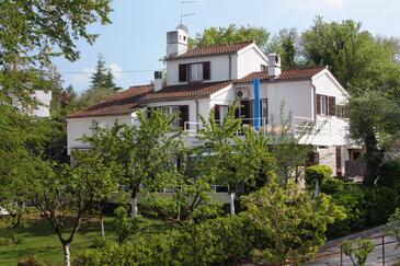 Vantačići, Krk, Obiekt 5292 - Apartamenty przy morzu ze żwirową plażą.