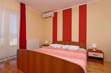 Vrbnik, Ložnice v ubytování typu room, s klimatizací a WiFi.