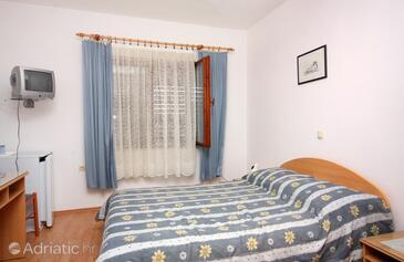 Vrbnik, Schlafzimmer in folgender Unterkunftsart room, Klimaanlage vorhanden und WiFi.