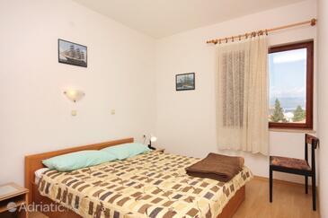 Vrbnik, Spavaća soba u smještaju tipa room, dostupna klima i WiFi.