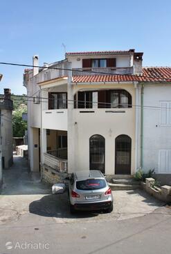 Vrbnik, Krk, Hébergement 5302 - Appartements et chambres avec une plage de galets.