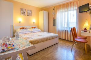 Apartments and rooms with parking space Vrbnik, Krk - 5302