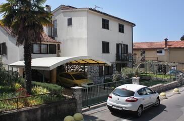 Njivice, Krk, Obiekt 5311 - Apartamenty przy morzu ze żwirową plażą.