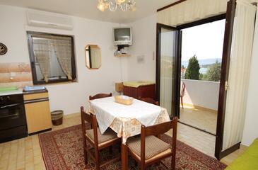 Krk, Jedáleň v ubytovacej jednotke apartment, klimatizácia k dispozícii, domáci miláčikovia povolení a WiFi.