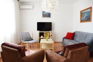 Krk, Living room in the apartment, dostupna klima i WIFI.