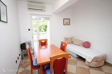 Baška, Blagovaonica u smještaju tipa apartment, dostupna klima i WiFi.