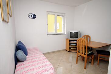 Baška, Living room in the apartment, dostupna klima i WIFI.