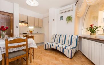 Baška, Dnevni boravak u smještaju tipa apartment, dostupna klima i WiFi.