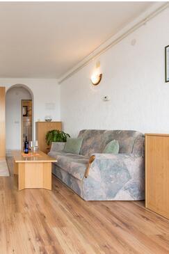 Punat, Salon dans l'hébergement en type apartment, climatisation disponible, animaux acceptés et WiFi.
