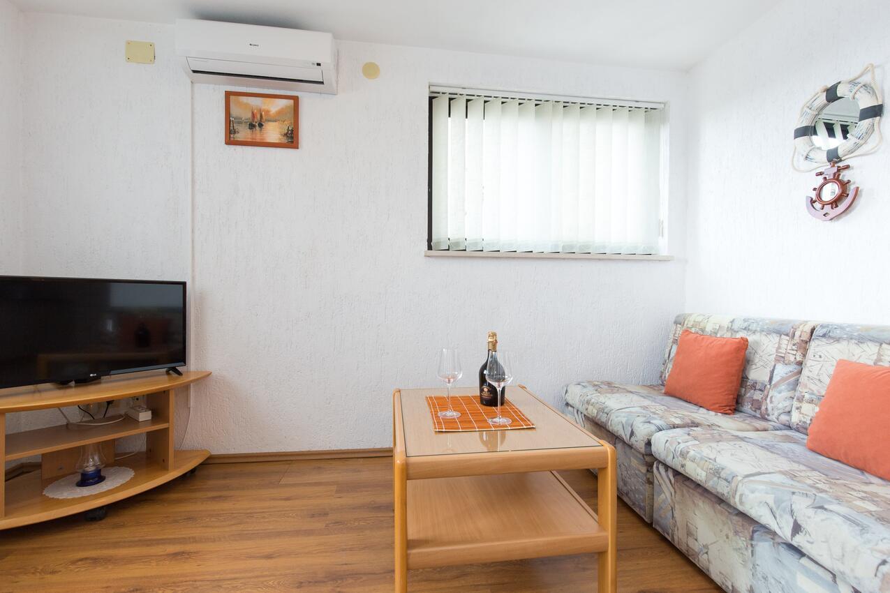 Ferienwohnung im Ort Punat (Krk), Kapazität 2+2 (2143522), Punat, Insel Krk, Kvarner, Kroatien, Bild 2