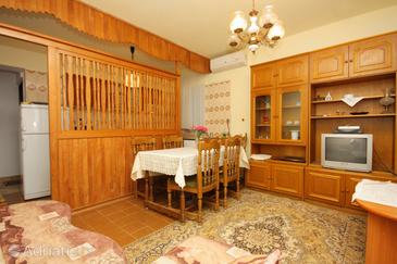 Punat, Jídelna v ubytování typu apartment, s klimatizací a WiFi.