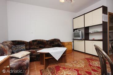 Punat, Obývací pokoj v ubytování typu apartment, s klimatizací a WiFi.