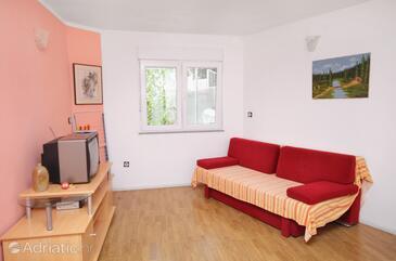 Baška, Obývací pokoj v ubytování typu apartment, s klimatizací, domácí mazlíčci povoleni a WiFi.