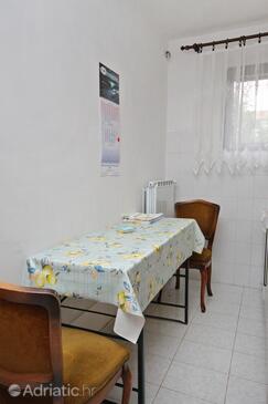 Malinska, Dining room in the apartment, dopusteni kucni ljubimci i WIFI.