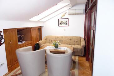 Malinska, Obývací pokoj v ubytování typu apartment, s klimatizací, domácí mazlíčci povoleni a WiFi.