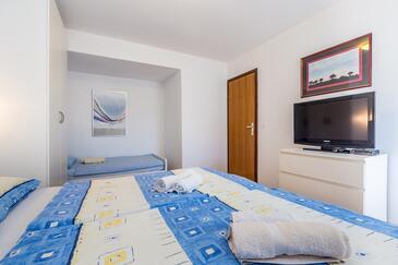 Vantačići 1-Zimmer-Ferienwohnung mit Balkon - A-5355-a - Unterkunft ...