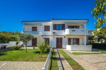 Vantačići, Krk, Property 5356 - Apartments with pebble beach.