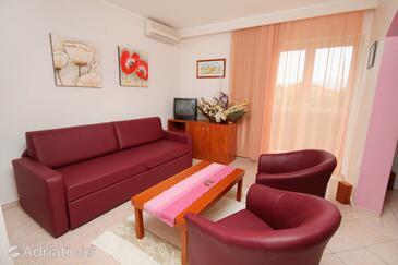 Baška, Living room in the apartment, dostupna klima i dopusteni kucni ljubimci.