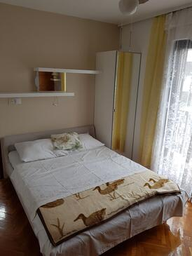 Punat, Dormitorio in the room, air condition available y WiFi.