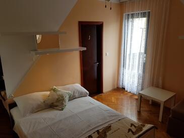 Punat, Ložnice v ubytování typu room, s klimatizací a WiFi.
