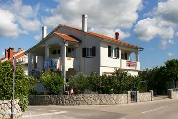 Krk, Krk, Obiekt 5364 - Apartamenty ze żwirową plażą.
