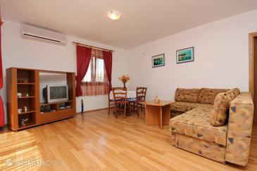 Punat, Living room in the apartment, dostupna klima i dopusteni kucni ljubimci.