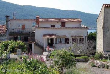 Cres, Cres, Property 5376 - Apartments near sea with pebble beach.
