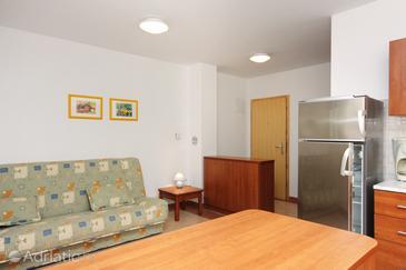 Punat, Living room in the apartment, dostupna klima, dopusteni kucni ljubimci i WIFI.
