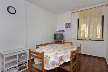 Krk, Dining room in the apartment, dopusteni kucni ljubimci.