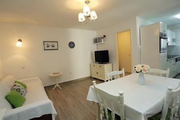 Supetar, Living room in the apartment, air condition available, (pet friendly) and WiFi.