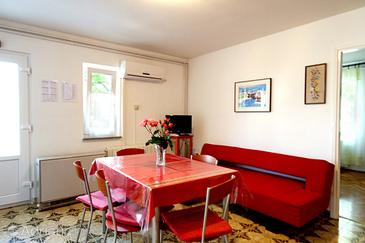 Cres, Dining room in the apartment, dostupna klima i WIFI.