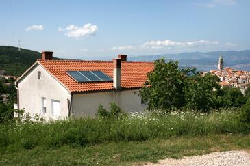 Vrbnik, Krk, Objekt 5392 - Apartmani sa šljunčanom plažom.