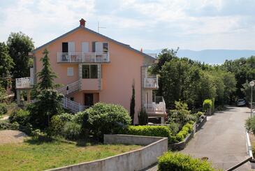 Njivice, Krk, Hébergement 5398 - Appartements et chambres avec une plage de galets.
