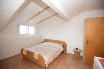 Njivice, Спальня в размещении типа room, доступный кондиционер, Домашние животные допускаются и WiFi.