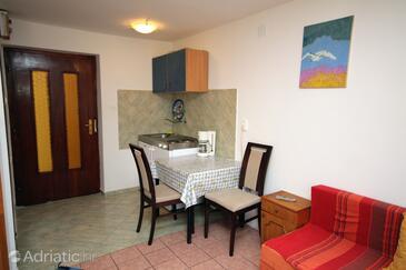 Krk, Jídelna v ubytování typu studio-apartment, WiFi.