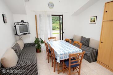 Batomalj, Dining room in the apartment, dostupna klima i dopusteni kucni ljubimci.