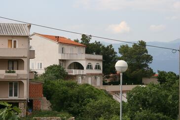 Vrbnik, Krk, Obiekt 5403 - Kwatery przy morzu ze żwirową plażą.