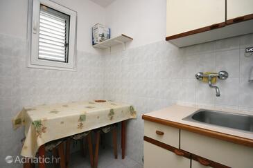Baška, Dining room in the studio-apartment, WIFI.