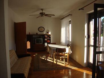 Baška, Wohnzimmer in folgender Unterkunftsart apartment, Klimaanlage vorhanden, Haustiere erlaubt und WiFi.