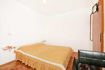 Punat, Ložnice v ubytování typu room, s klimatizací a domácí mazlíčci povoleni.