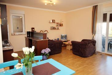 Krk, Living room in the apartment, dostupna klima.