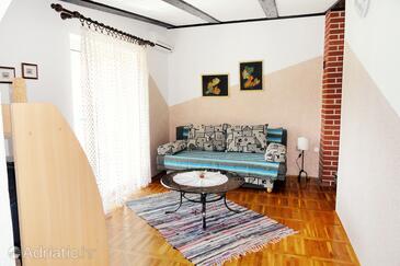 Kornić, Living room in the apartment, dostupna klima i WIFI.